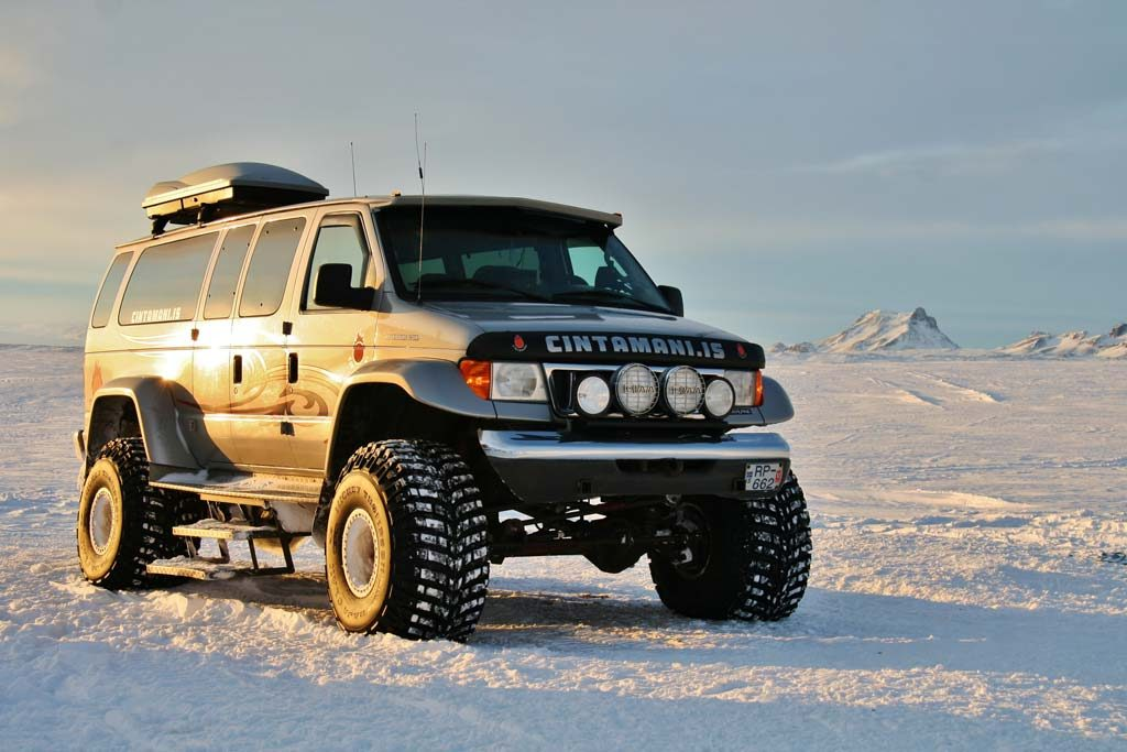 Winter super jeep tour in Iceland