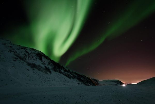Dancing Northern Ligths on a super jeep tour