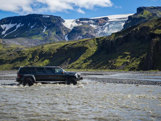 thorsmork-super-jeep-tour-river-crossing