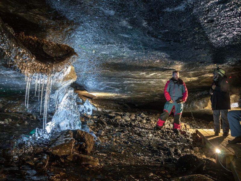 golden-circle-ice-cave-tour-01