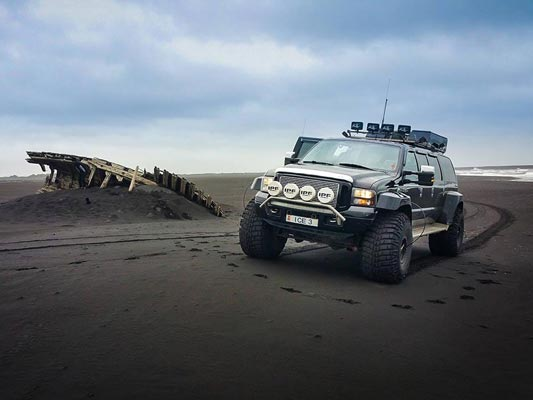 south-coast-eyjafjallajokull-tour-black-sand-beach