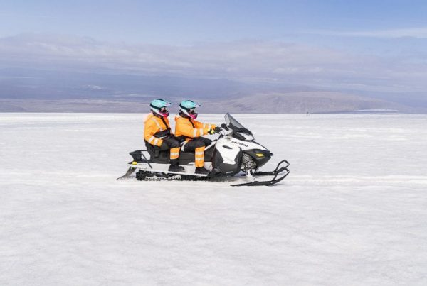 ice-tunnel-and-snowmobile-combo-tour-02