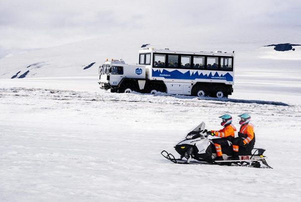 ice-tunnel-and-snowmobile-combo-tour-03