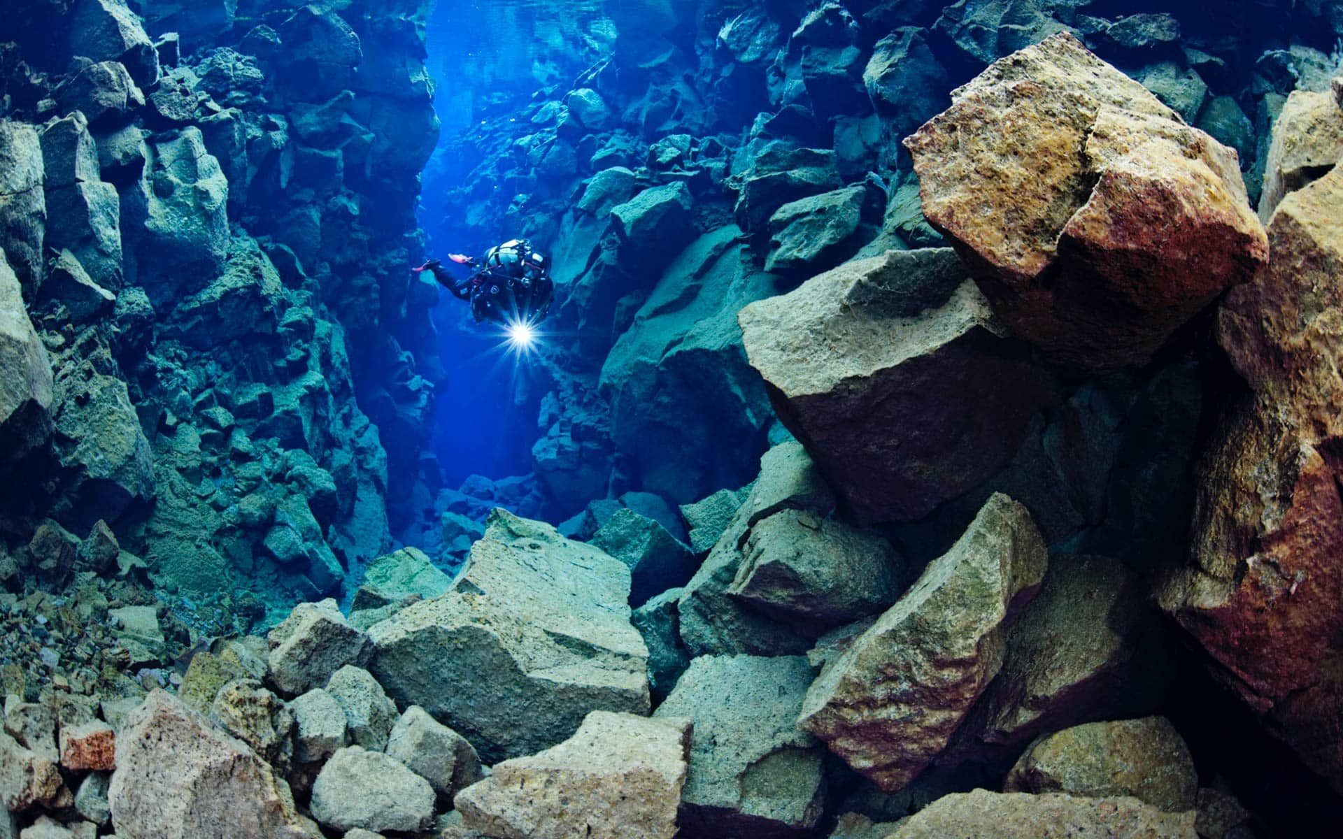Diving between the tectonic plates in Silfra