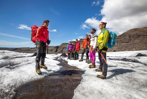 iceland-glacier-tour-walking-on-the-ice-side-10
