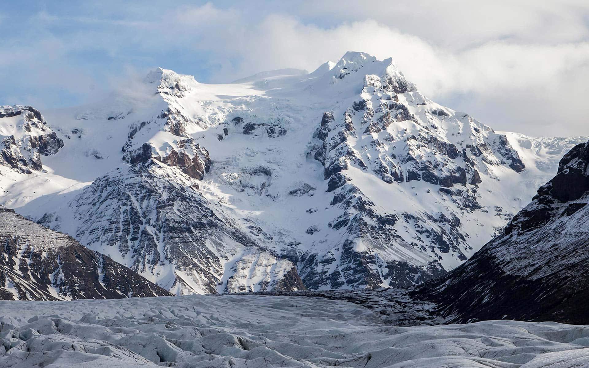 Hiking to the Hrutsfjallstindar Peak