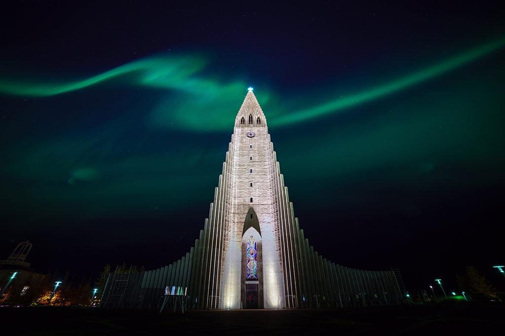 Hallgrimskirkja church under the Northern Lights
