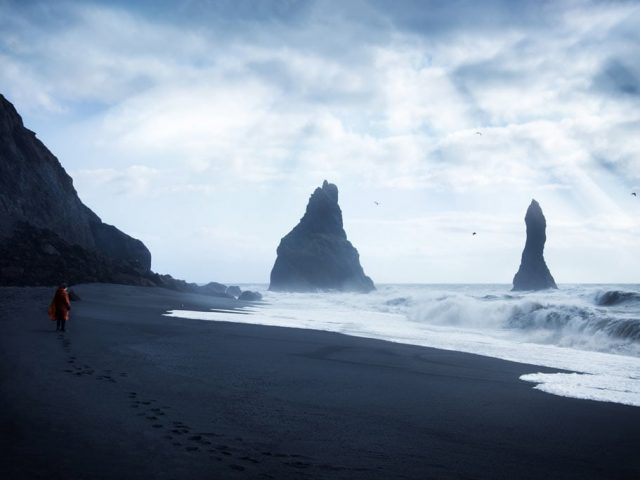 Iceland-Private-South-coast-tour-Reynisfjara-black-beach-traveler-SS1