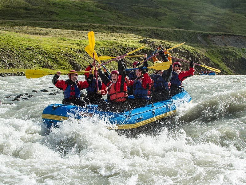 family-rafting-02