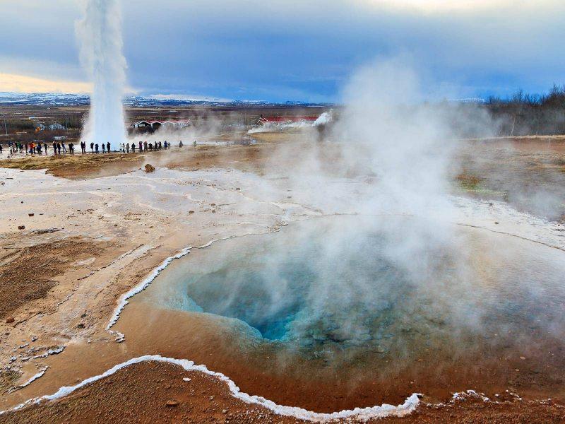 Golden Circle Tours - erupting Strokkur