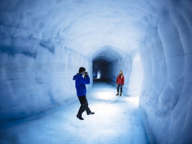 ice-tunnel-and-snowmobile-combo-tour-04