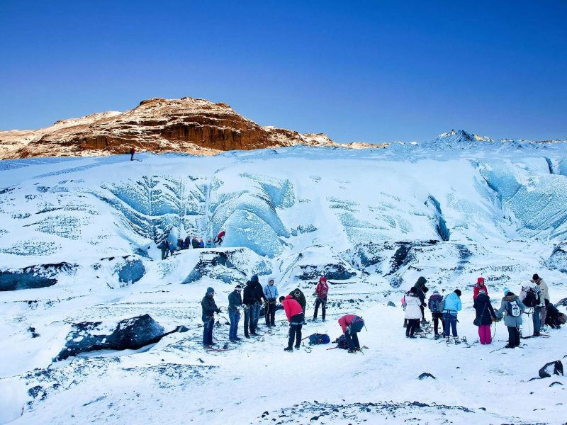iceland-glacier-tour-walking-on-the-ice-side-02