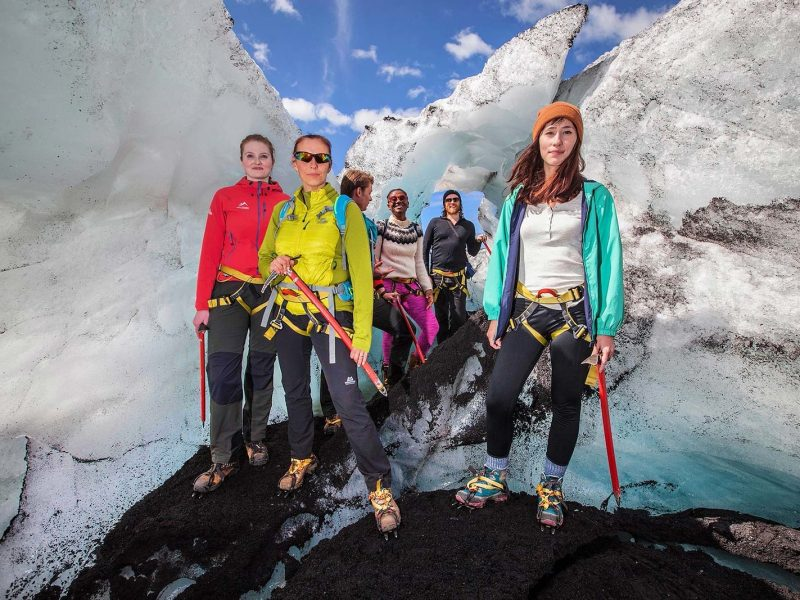 iceland-glacier-tour-walking-on-the-ice-side-08