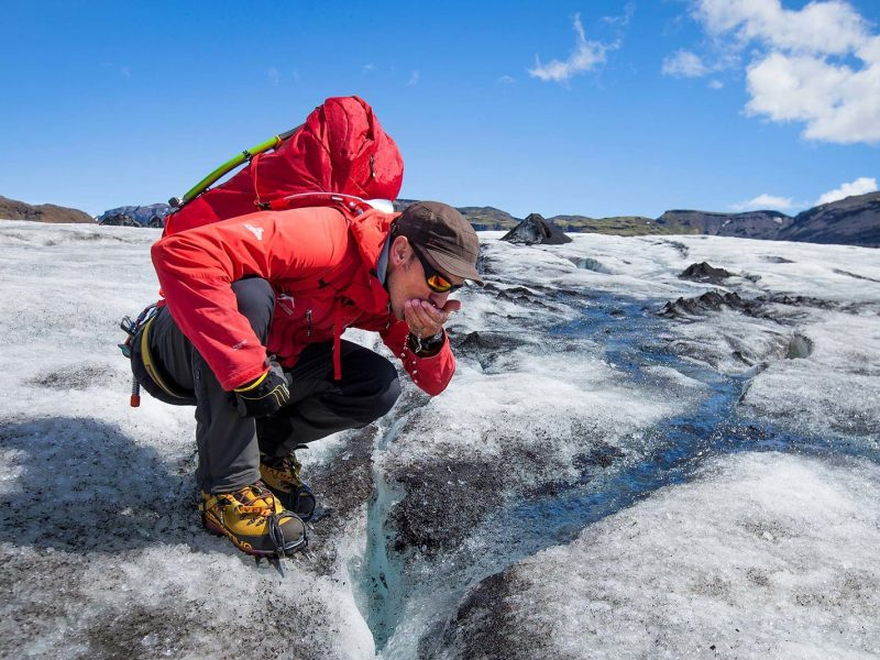 iceland-glacier-tour-walking-on-the-ice-side-09