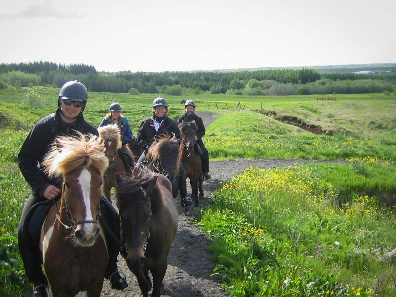 ideal-family-horse-riding-tour-01