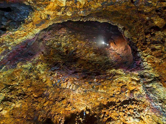 inside-the-volcano-03