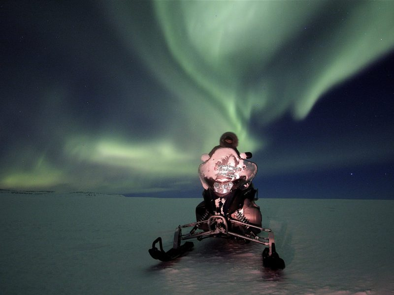 northern-lights-snowmobile-tour-01