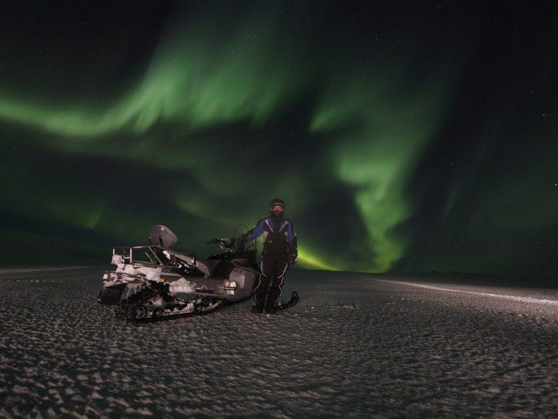 northern-lights-snowmobile-tour-02