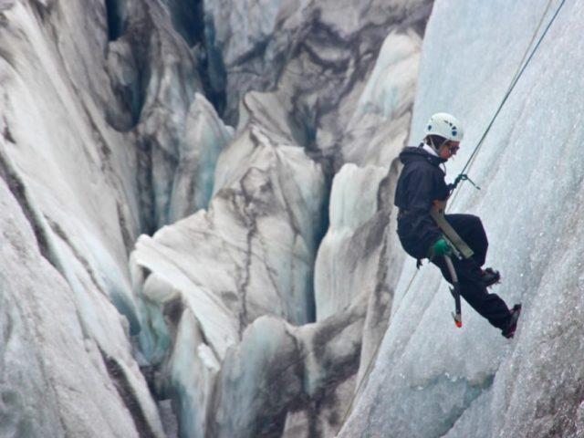 skaftafell-glacier-walk-and-ice-climbing-06