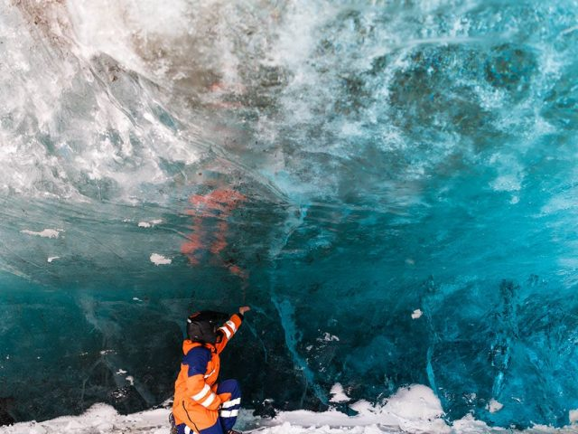 snowmobile-and-ice-cave-tour-from-reykjavik-03