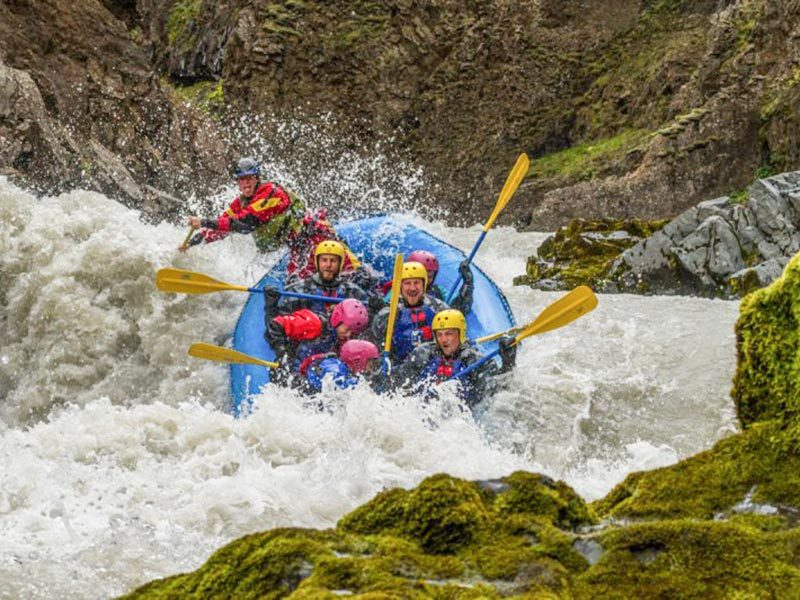 whitewater-action-rafting-iceland-01